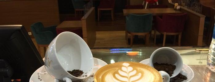 Robert's Coffee is one of Ekrem : понравившиеся места.