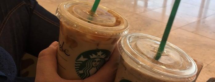 Starbucks Gate 6 is one of Orte, die Fernanda gefallen.