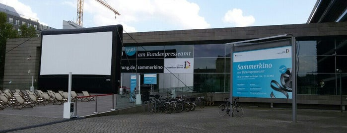 Bundespresseamt is one of Tempat yang Disimpan Cody.