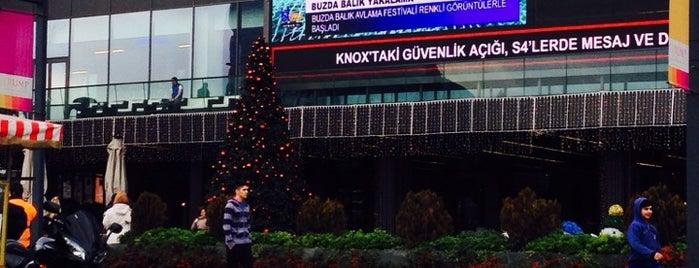 Trump Alışveriş Merkezi is one of Lieux qui ont plu à Melek.