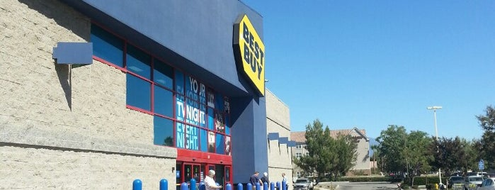Best Buy is one of Locais curtidos por Kerry.