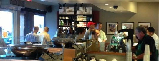 Starbucks is one of สถานที่ที่ Ken ถูกใจ.