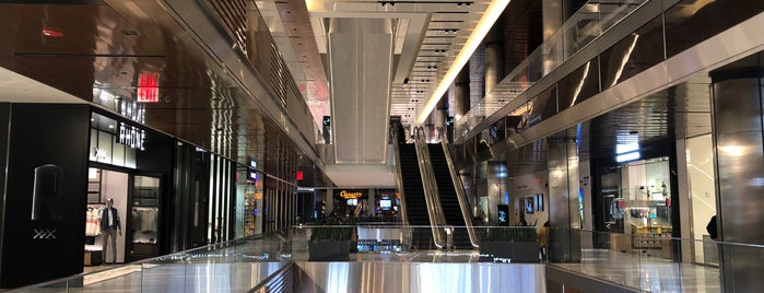 The Shops & Restaurants at Hudson Yards is one of สถานที่ที่ Amanda ถูกใจ.