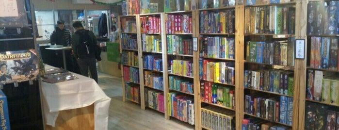 卡牌屋 is one of 桌遊店和俱樂部 Board game shops/cafes in Taipei.