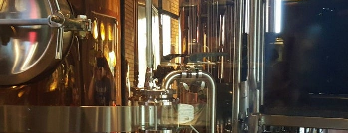 Water Street Brewery is one of Locais curtidos por Jennifer.