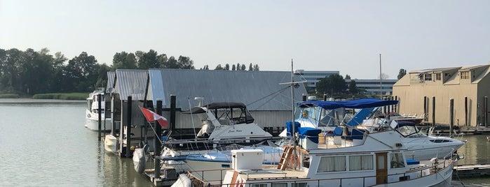Skyline Marina is one of Lugares favoritos de Moe.