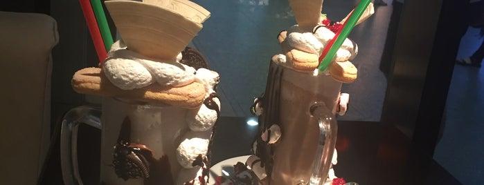 Bistro Freak Shake Coffee is one of Lugares guardados de Hana.