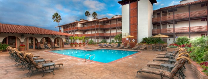 La Jolla Shores Hotel is one of Lugares favoritos de Kate.