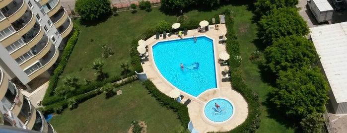 Burcu Sitesi Swimming Pool is one of Kenan : понравившиеся места.