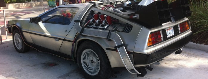 Back to the Future DeLorean is one of Carl 님이 좋아한 장소.