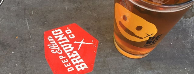 Deep Ellum Brewing Company is one of Locais curtidos por Emily.