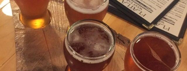 Flatland Brewery is one of Locais curtidos por Emily.
