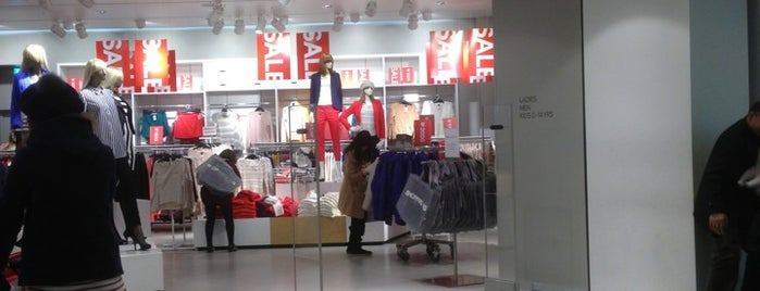 H&M is one of Shankさんのお気に入りスポット.