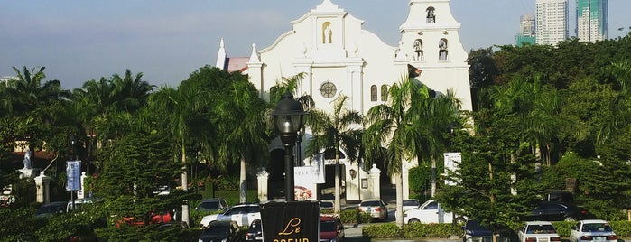 San Antonio Plaza is one of Lugares favoritos de Jerome.