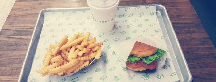 Shake Shack is one of Lugares favoritos de Jerome.