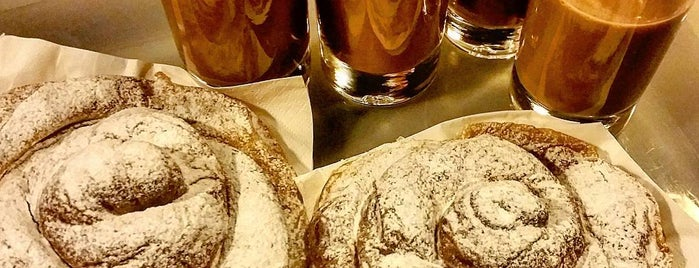 Forn Mistral is one of Breakfast and nice cafes in Barcelona.