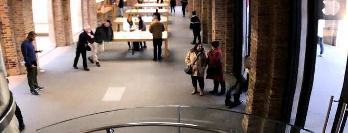 Apple Covent Garden is one of Tempat yang Disukai David.