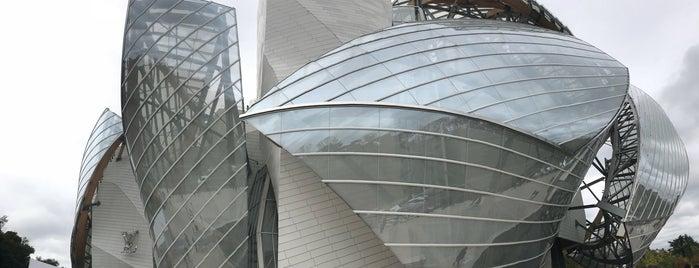 Fondation Louis Vuitton is one of สถานที่ที่ David ถูกใจ.