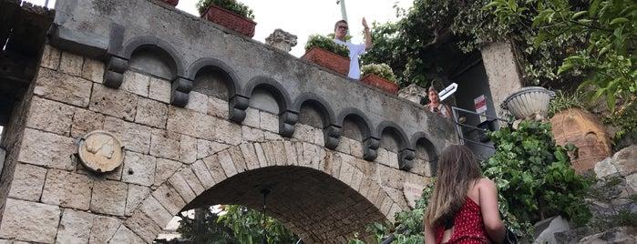 Villa Scarpariello is one of สถานที่ที่ David ถูกใจ.
