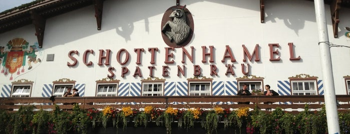 Schottenhamel-Festhalle is one of SocialMUCさんのお気に入りスポット.