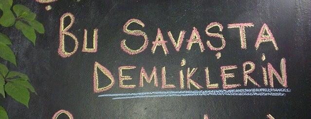 Yoldas cafe is one of Emre'nin Kaydettiği Mekanlar.