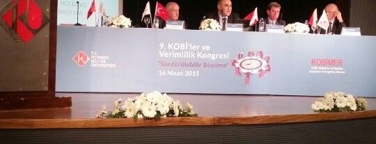 Prof. Dr. Önder Öztunalı Konferans Salonu is one of สถานที่ที่ Özge ถูกใจ.