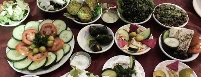Hedary's Mediterranean Restaurant is one of Melissa 님이 좋아한 장소.