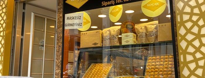 Çarşı Baklava is one of Geleneksel Tatlılar.