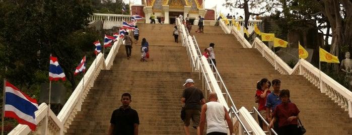 Khao Takiap Temple is one of เที่ยวทะลุ 20 ที่ในหัวหิน.