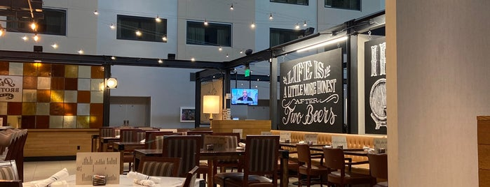 Pint Brothers Alehouse is one of Locais curtidos por John.