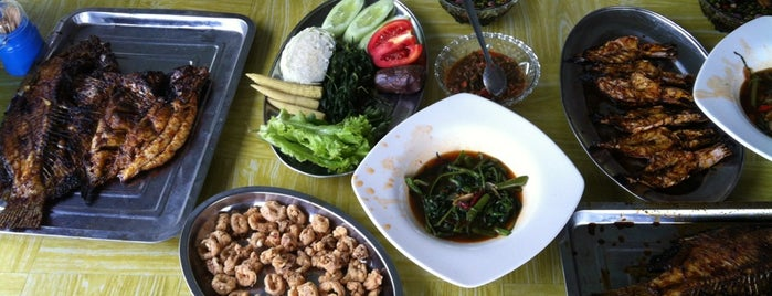 Pondok Ikan Bakar Cun Fen is one of Foodie women.
