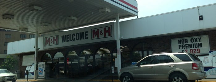 M & H Gas Station is one of Guide to Saint Paul's best spots.