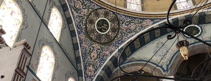 İzzet Paşa Camii is one of Gurme 님이 좋아한 장소.