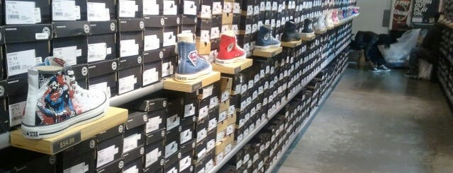 Converse Factory Outlet is one of Gespeicherte Orte von Cristian.