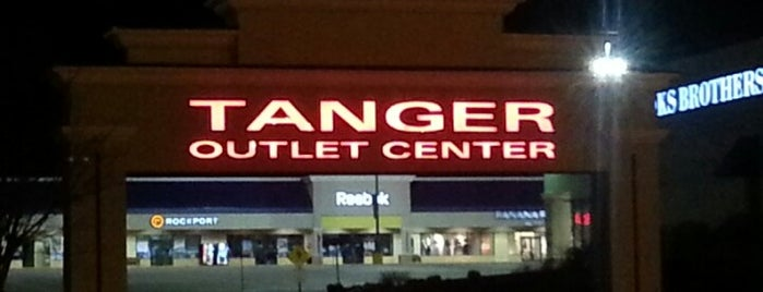 Tanger Outlets Williamsburg is one of Posti che sono piaciuti a Austin.