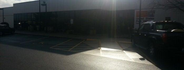 UPS Customer Center is one of Locais curtidos por Gwen.