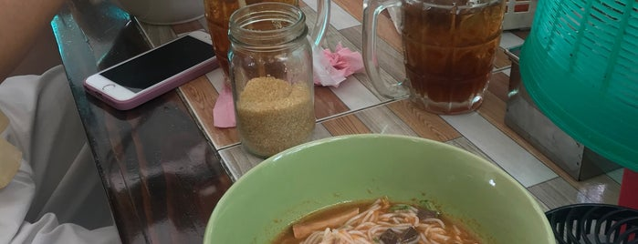 Khao Soi Khun Yai (Grandmother's Khao Soi) is one of Thailand.