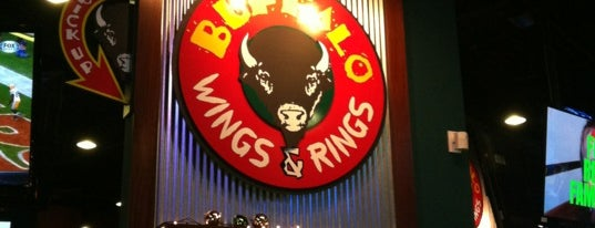 Buffalo Wings & Rings is one of Tempat yang Disukai Klint.