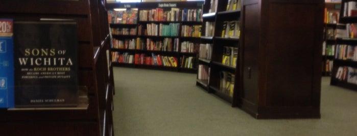Barnes & Noble is one of Lugares favoritos de Jeeleighanne.