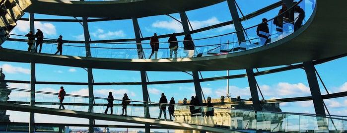 Cúpula del Reichstag is one of Lugares favoritos de Yanina.