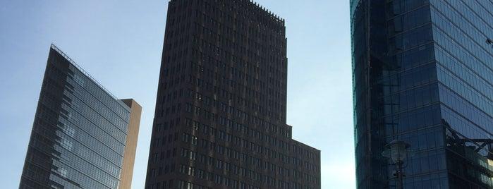 Potsdamer Platz is one of Lugares favoritos de Yanina.