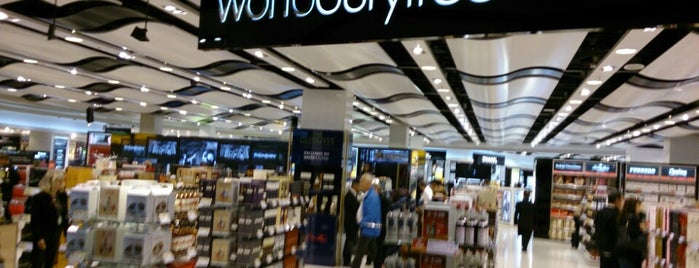 World Duty Free is one of Orte, die Karen gefallen.