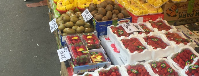 Cheongryangri Fruit & Vegetable Market is one of Orte, die Edward gefallen.
