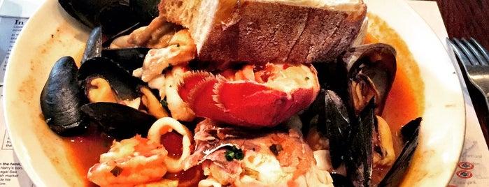 Legal Sea Foods is one of Posti che sono piaciuti a John.