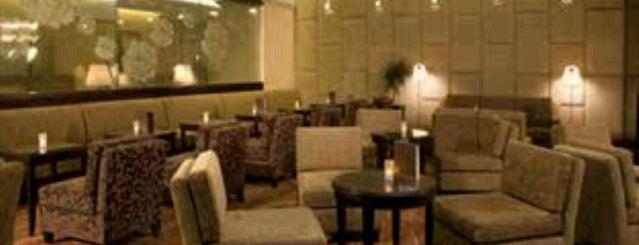 Radisson Blu Plaza Hotel is one of Craig'in Beğendiği Mekanlar.