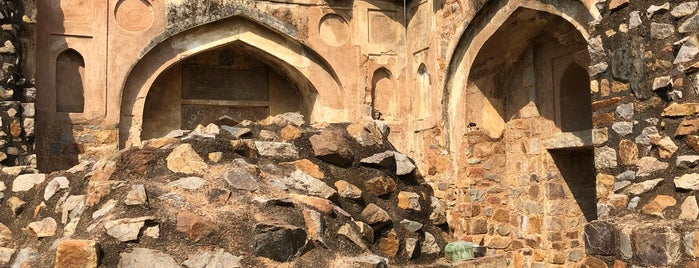 Mehrauli Archaeological Park | महरौली पुरातत्व पार्क is one of Locais curtidos por Swen.