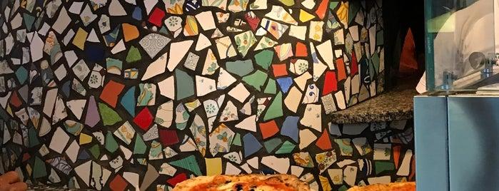 Pizzeria Napule è Al Lago is one of Tempat yang Disukai Viola.