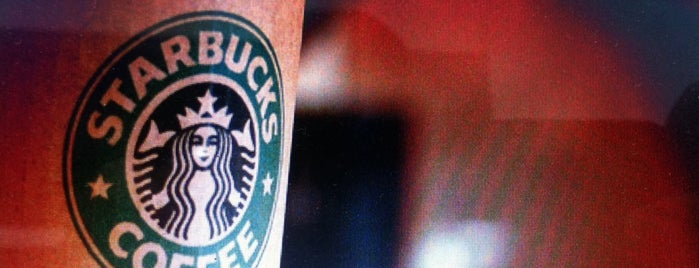 Starbucks is one of Orte, die Aysegul gefallen.