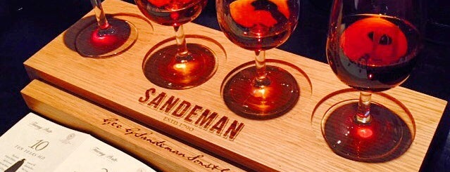 Caves Sandeman & C. is one of Porto Moderna.