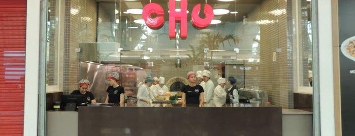 Chu is one of Por aí.